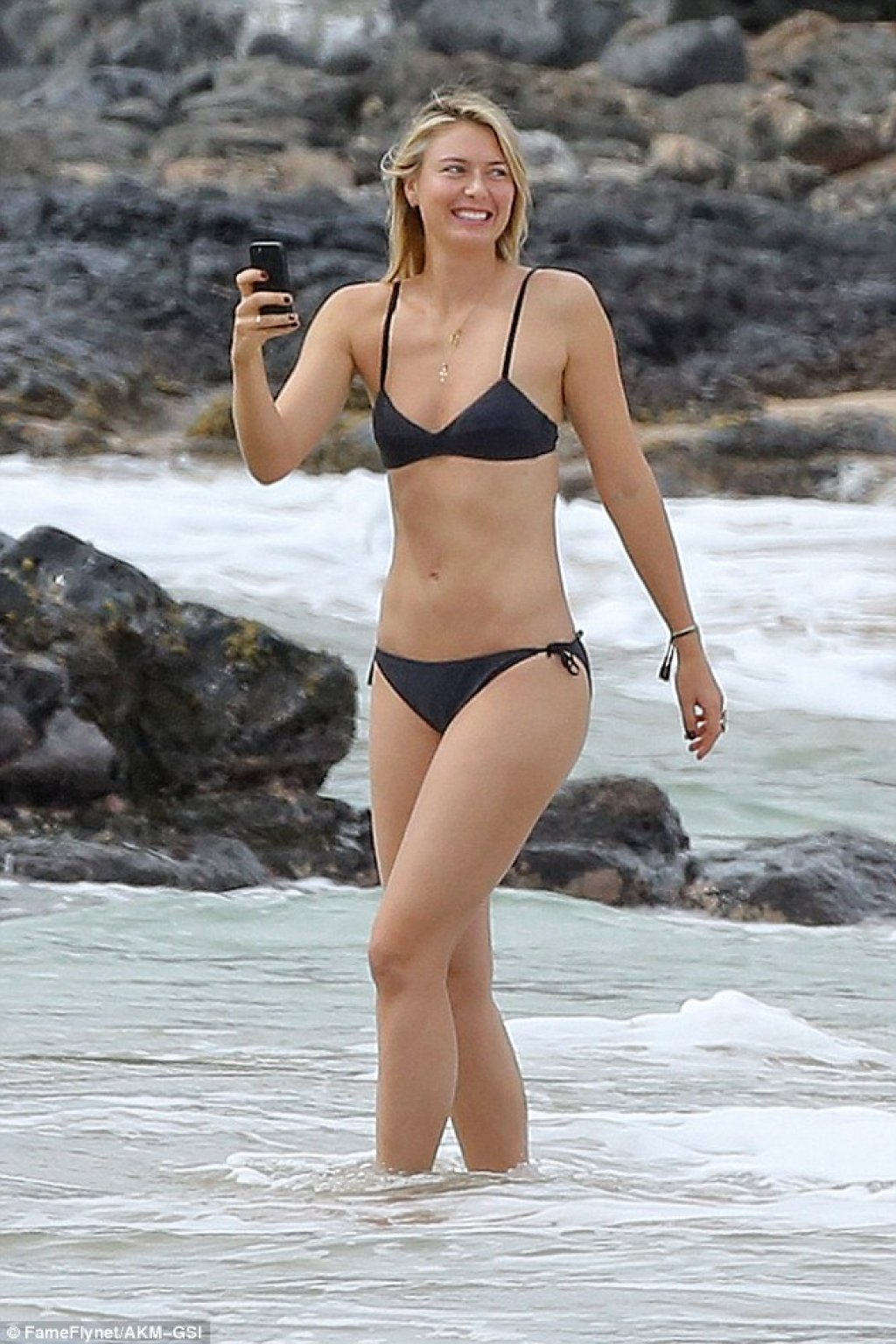 3bd3575a00000578-4085972-stunner-maria-sharapova-29-showed-off-her-super-toned-figure-and-a-41-1483492328087