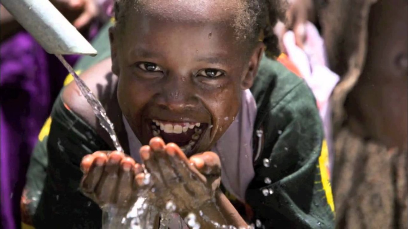 zambian-children-getting-clean-water-for-the-first-time
